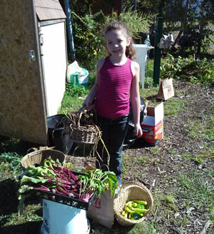 Little-girl-with-harvest